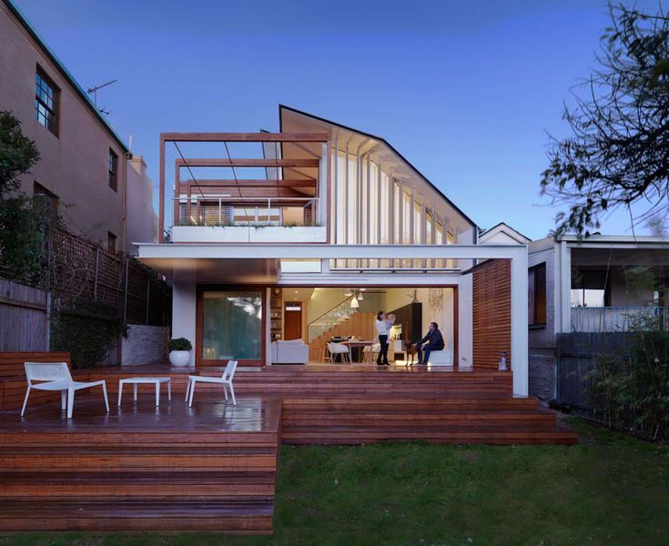 Gorgeous Modern Residence Displaying a Interesting Asymmetrical Facade in Sydney