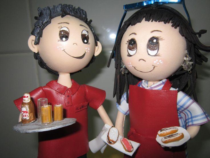 Pareja de fofuchos, dos camareros Totalmente hechos a mano en goma eva y pintados a mano.Detalle de la bandeja, uniforme de trabajo. Totalmente personlizados. elenamartinlopez.blogspot.com