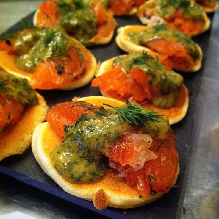 Le saumon Gravlax est un saumon mariné idéal pour les palets qui n'aiment pas le saumon fumé. En entrée chic ou en canapé pour l'apéritif, vous pouvez le d
