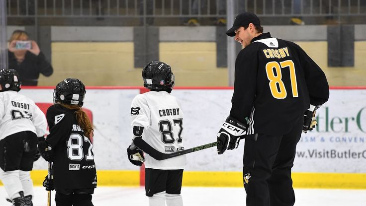 Sidney Crosby at the 2018 Little Penguins skate