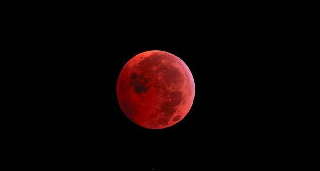 ¿Porqué no deberías perderte el eclipse lunar este martes?