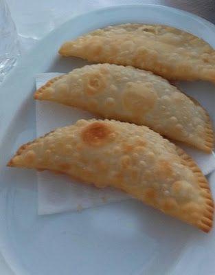 Με χορταρικά ή με τυρί δεν τα προλαβαίνεις -εξαφανίζονται αμέσως !!! Υλικά για τη ζύμη: 1 κιλό αλεύρι για όλες τις χρήσεις1 κρασοπότηρο ελαιόλαδο1 σφηνάκι