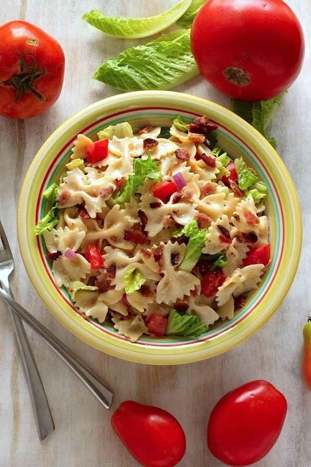 Nudelsalat mit Schinken, Tomaten und Kopfsalat