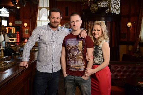 Mick-Carter-Danny-Dyer-and-Linda-Carter-Kellie-Bright.jpg