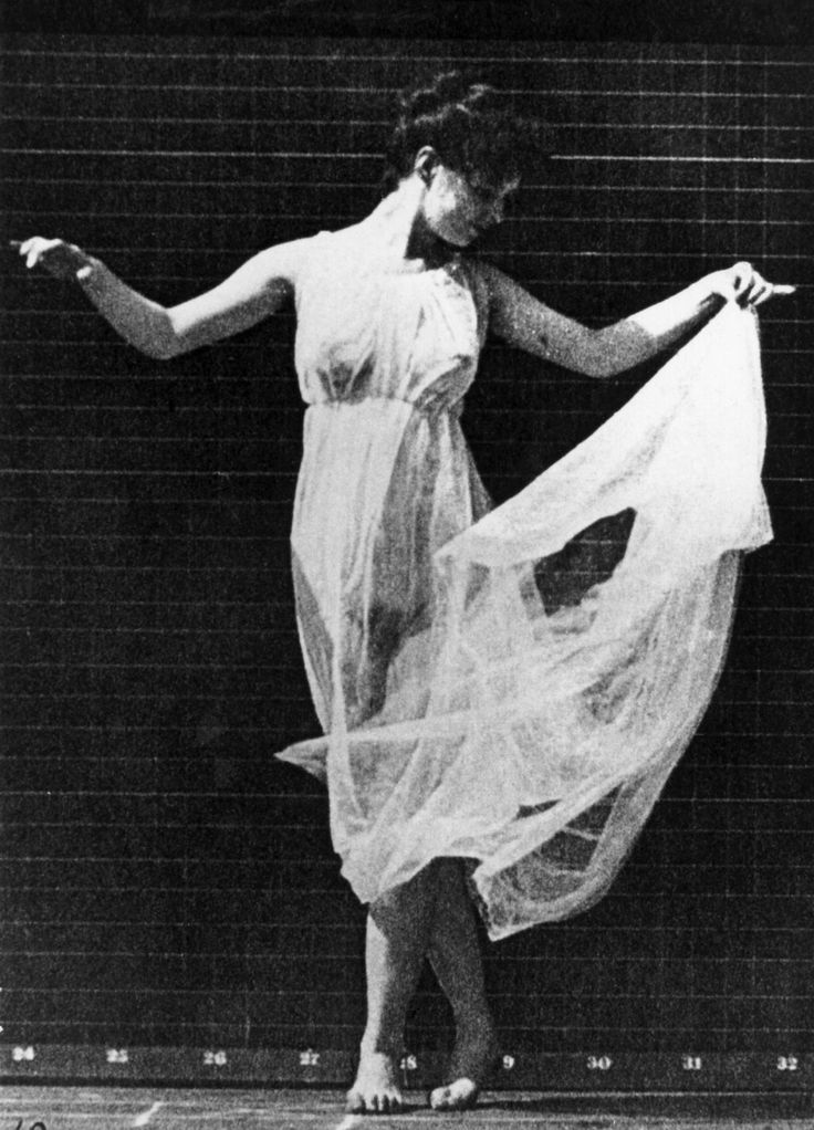 Isadora Duncan (1877-1927) is generally viewed as the originator of the Modern Dance movement. Description from pinterest.com. I searched for this on bing.com/images