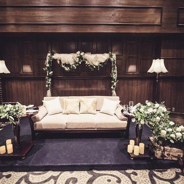 """結婚することになった時から、高砂はソファにすると決めていたというご新婦さま。ドレスがよく見えて、ゲストともご新郎さまとも距離を近く感じられることが高砂ソファの魅力だったのだそう。テーマの""""travel wedding""""に合わせて飾られたトランクや、その中から溢れ出すような装花やキャンドルのデザインもとっても素敵ですね*"""