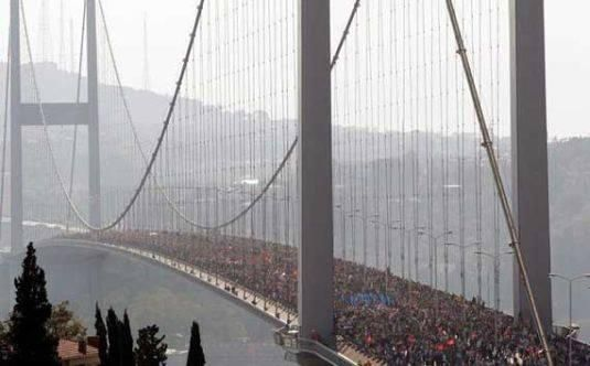 Twitter / Greenpeace_Med: Boğaz Köprüsü'nden Taksim'e ...