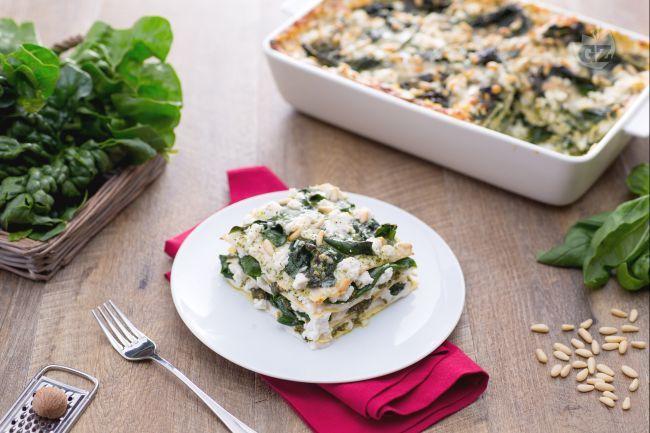 Le lasagne con crema di pesto,  ricotta e spinaci un primo piatto vegetariano ricco di sapori e sostanzionso, perfette per i pranzi domenicali!