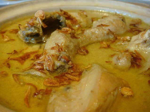 Resep Cara Membuat Opor Ayam Kuning Enak Mudah  http://dapursaja.blogspot.com/2014/02/resep-cara-membuat-opor-ayam-kuning.html