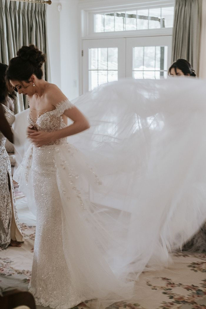 Nostalgic Vintage Inspired Ottawa Wedding At The Chateau Laurier Junebug Weddings In 2020 Wedding Luxury Bridal Custom Bridesmaid Dress