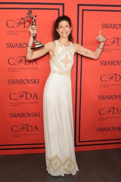 Pamela Love ganó el premio Swarovski al Diseño de Accesorios, que le fue presentado por Hailee Steinfeld y Douglas Booth, los protagonistas de Romeo & Julieta, el primer filme producido por la marca.