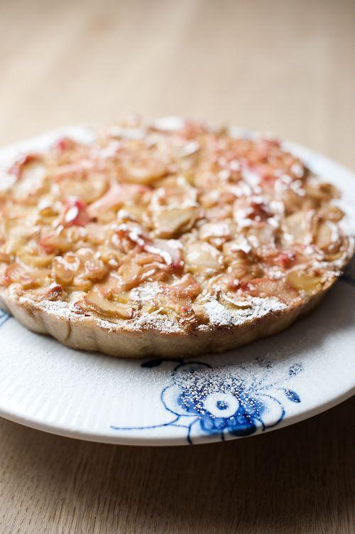 - RabarberTærte med Frangipane og Hvid Chokolade -  a Rhubarb Frangipane White Chocolate Tarte