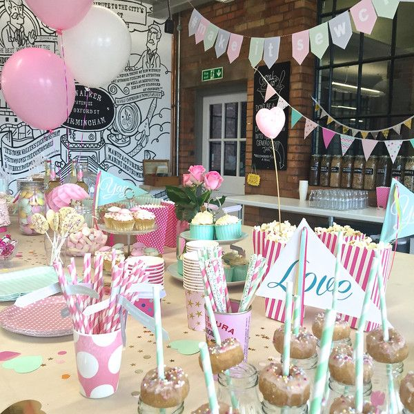 The Make it Sewcial Meet up part 1... A dream come true – giant pink balloons and mini donuts... yum!