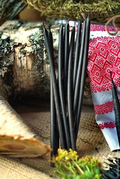 Купить или заказать Свечи восковые черные в интернет-магазине на Ярмарке Мастеров. СВЕЧИ: -изготовлены из 100% натурального пчелиного воска -окрашены полностью внутри и снаружи. - все свечи с добавлением трав и эфирных масел, подобранных в соответствии с направленностью ритуала. СФЕРА ПРИМЕНЕНИЯ: Черные восковые свечи. Используются для чистки энергетики человека, помещений, любых предметов. Также черными свечами можно выжигать болезни, наведенные негативы, подселения,…