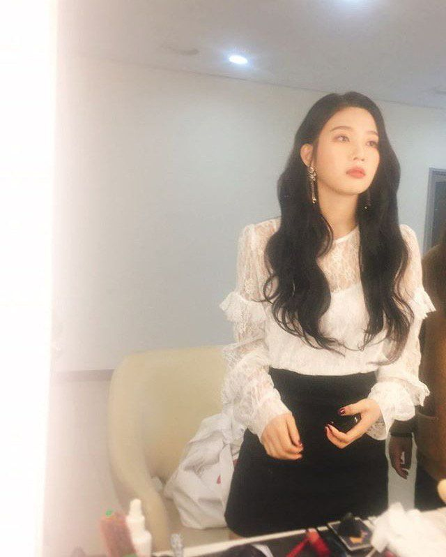 Joy looks so gorgeous in this pic