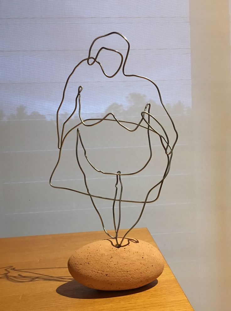 Wire 'doodle' sculpture experiment with one continuous line. By Conny Van Lint.