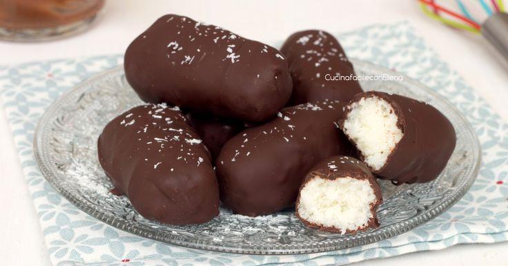 I cioccolatini al cocco sono dei deliziosi cioccolatini con un ripieno goloso e cremoso, proprio come quelli che si comprano al supermercato, anzi, meglio!