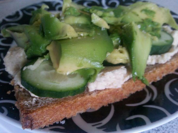 Humus~agurk ~ avocado