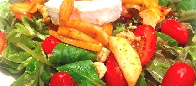 Het+is+lekker+receptje+dat+vooral+snel+klaar+is.Deze+salade+met+geitenkaas+heeft+een+verrassingselement.+Het+is+een+koude+salade+met+een+warme+finishing+touch.+Zoet,+zuur,+warm,+koud,+al+deze+belevingen+komen+aanbod.