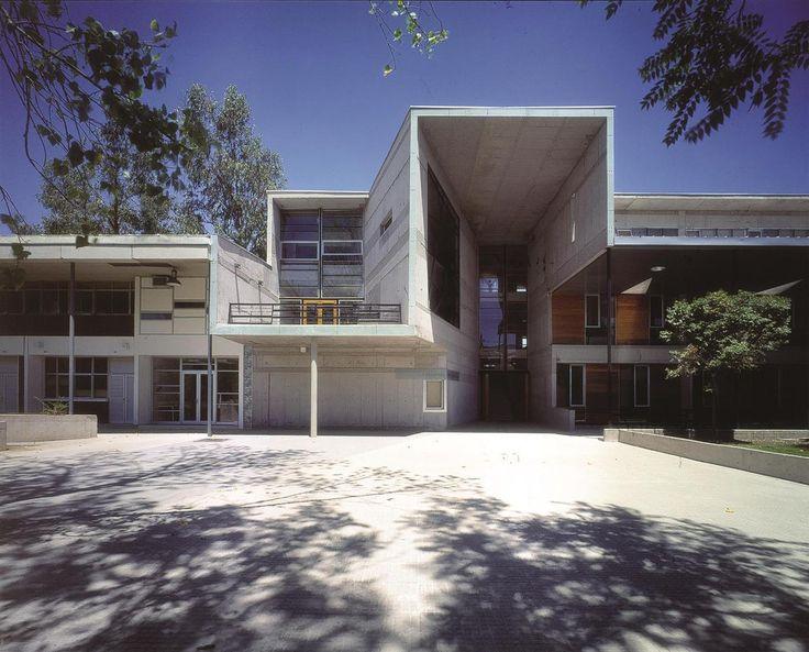 Alejandro Aravena Mathematics School, Universidad Católica de Chile. Santiago, Chile 1999. Image © Tadeuz Jalocha