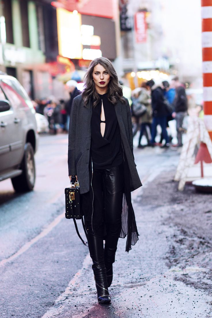 edgy | black | outfit | street style from New York | layering