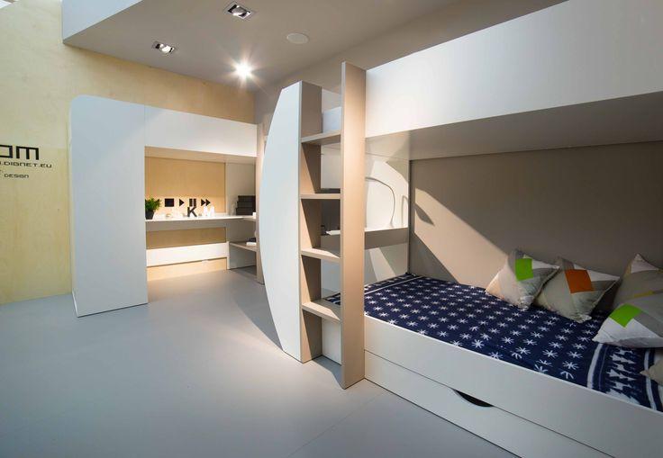 Jeżeli chcesz funckjonalnie urządzić mały pokój dla dzieci pomyśl o łóżkach piętrowych z wbudowanymi szafami lub biurkami. Na przestrzeni niespełna 3 m2 możesz zaplanować spanie dla dwójki dzieci i funkcjonalne biurko. Zagwarantują to dwa niezwykłe meble: TOM i JERRY firmy Dignet Lenart #dignet #dignetlenart #meblepolska #mtp #targipoznanskie #meblepolska2016 #meblemlodziezowe #mebledladzieci #mebledzieciece #meble #tomjerry #nastolatki #lozkopietrowe #lozkodladzieci
