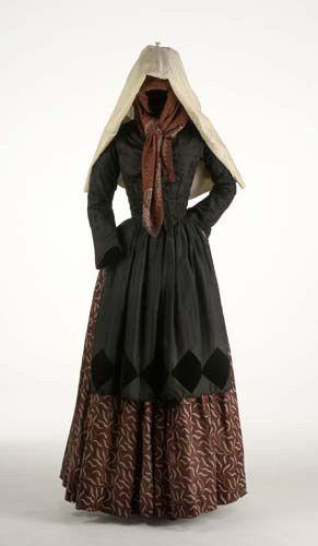 Folk costume of Gerona, Spain. Museo del Traje.
