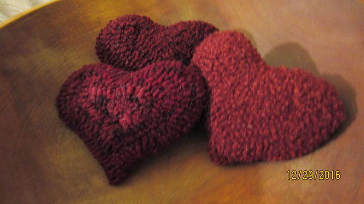 Set Of 3  Hooked Rug Heart Shaped Bowl Fillers, Valentine's Day  Folk Art by TheCrazyWoolLady on Etsy