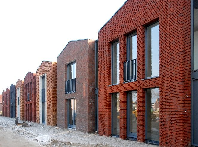 Voorbeeld rijtjeshuis deze huizen zijn anders en dit zorgt voor een gevarieerd straatbeeld - Modern stenen huis ...