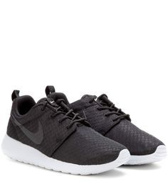 Nike Roshe One black sneakers