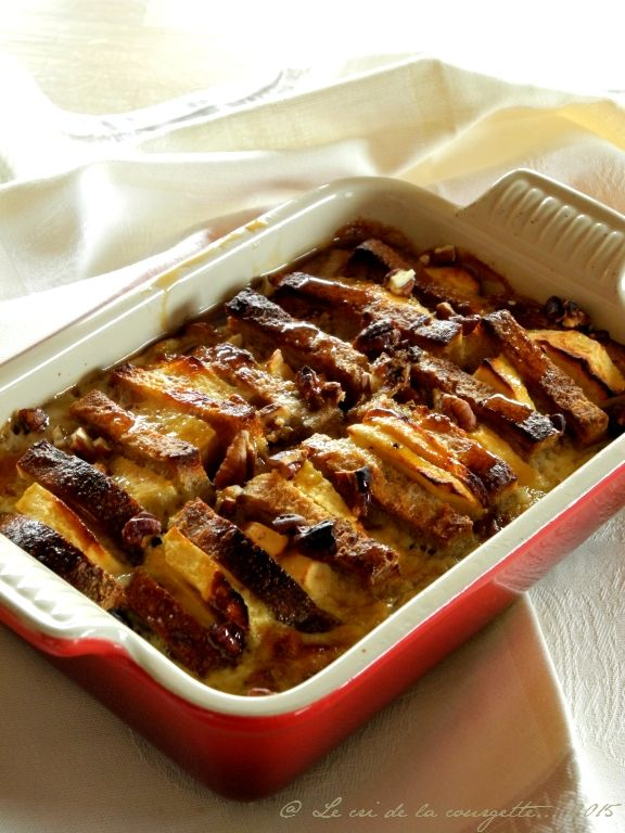 Gratin de pain perdu à la pomme, pécan et sirop d'érable