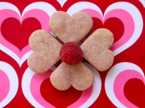 Raspberry shortbread hearts, this recipe sounds so scrumptious, and ...