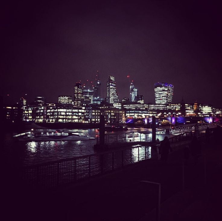 Lovely mini trip to London. She sparkles! And so festive too! #wanderlust #photographersdayoff #londoncity #citylights #greatpeople #luckygirl
