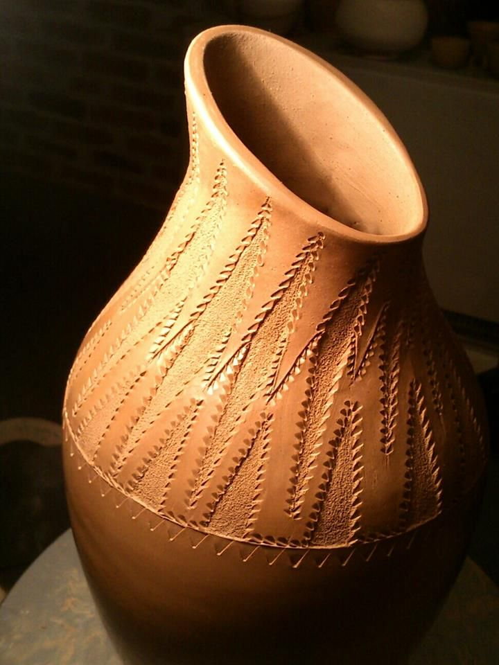 Partly textured pot/detail