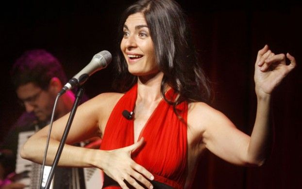 Soledad Villamil canta en el Torquato Tasso.