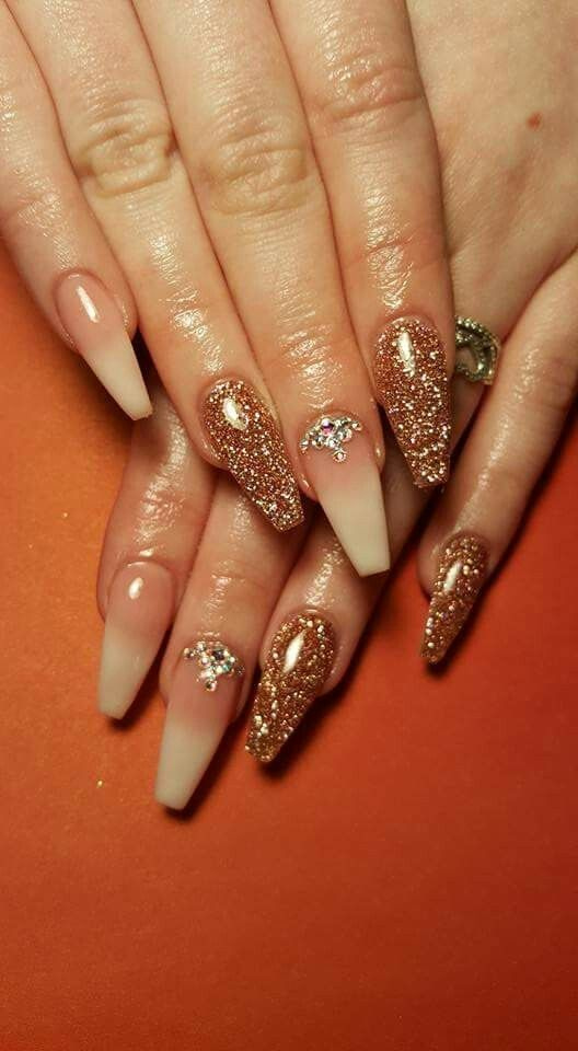 35 Nail Design Ideas For The Latest Autumn Winter Trends: 35 Gold And Glitters Accessories Idea For Your Nail Design