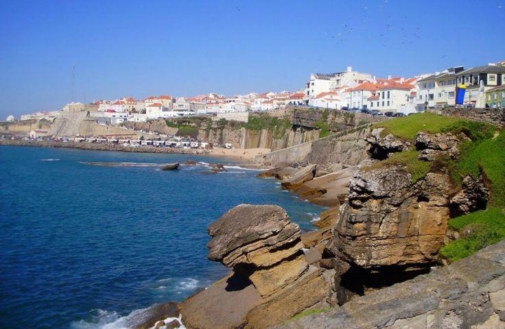 Эрисейра, Португалия. Небольшой португальский городок Эрисейра, в котором проживает менее 10 тысяч человек, находится в 35 км к северо-западу от столицы страны Лиссабона. Сейчас он знаменит своими песчаными пляжами и является одним из заметных центров серфинга в Европе.