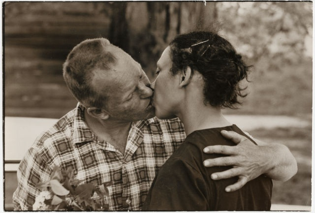 On June 12, 1967 the US Supreme Court ruled in Loving v Virginia that state laws forbidding interracial marriage were unconstitutional. Despite this Supreme Court ruling, such laws remained on the books, although unenforceable, in several states until 2000, when Alabama became the last state to repeal its law against mixed-race marriage. #TodayInBlackHistory