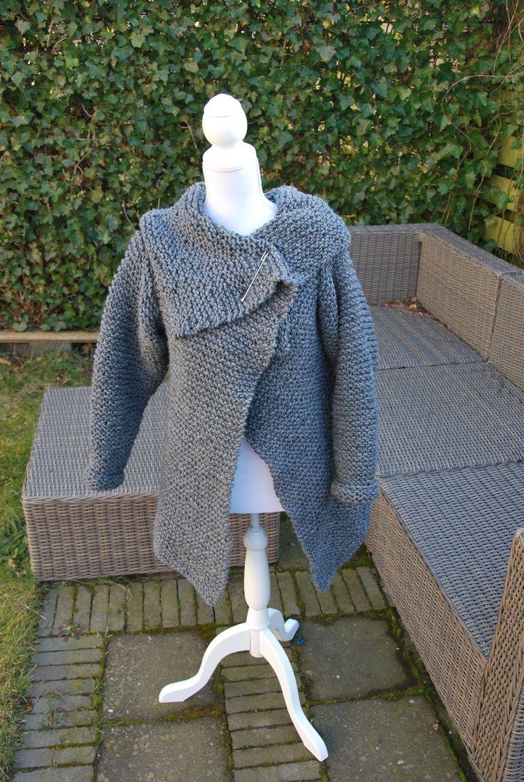 Made-by-Stientjen Heerlijk dik vest. Knitted drape vest