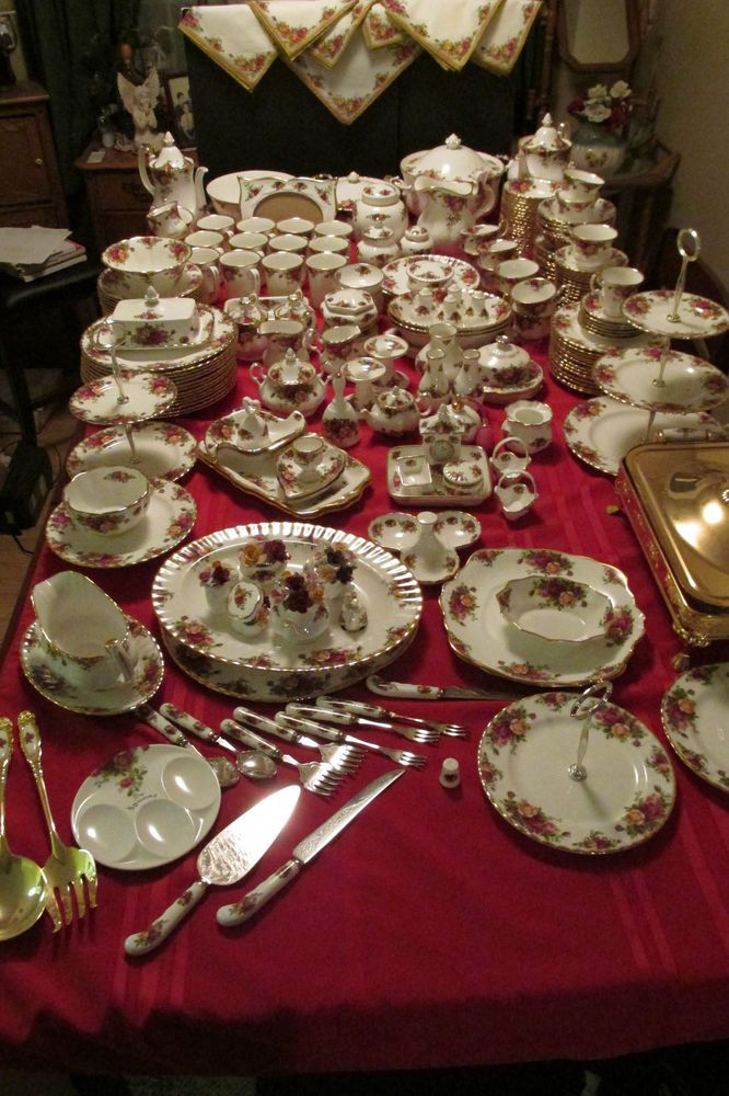 "VINTAGE 1962 ROYAL ALBERT OLD COUNTRY ROSES CHINA 250+ PCS. ""GREAT DEAL!"" #ROYALALBERT Wow!!!"