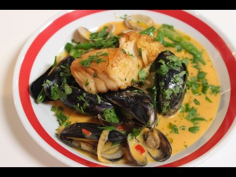 Recept 'Kabeljauw met zeevruchten en rode curry' | njam!