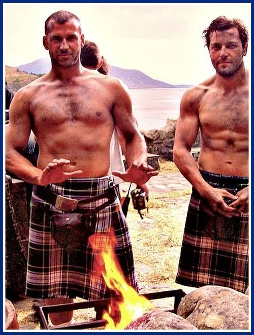 Dudes in kilts.  Why don't I write about dudes in kilts?