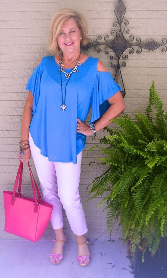 50 IS NOT OLD | SUMMER COLD SHOULDER | Cold Shoulder | Summer Outfit | Fashion over 40 for the everyday woman #verabradley #plunderjewelry #coldshoulder