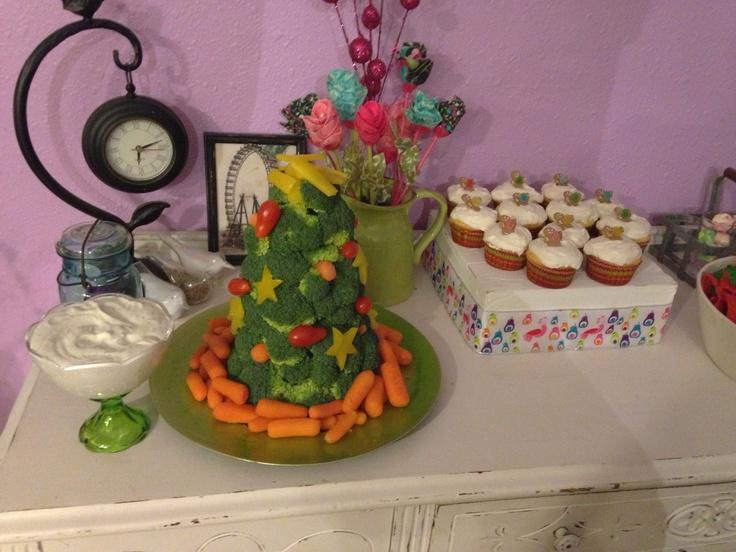 "Christmas party veggie ""tray"""