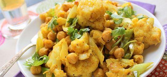 Curry Van Bloemkool En Kikkererwten Met Gekruide Rijst