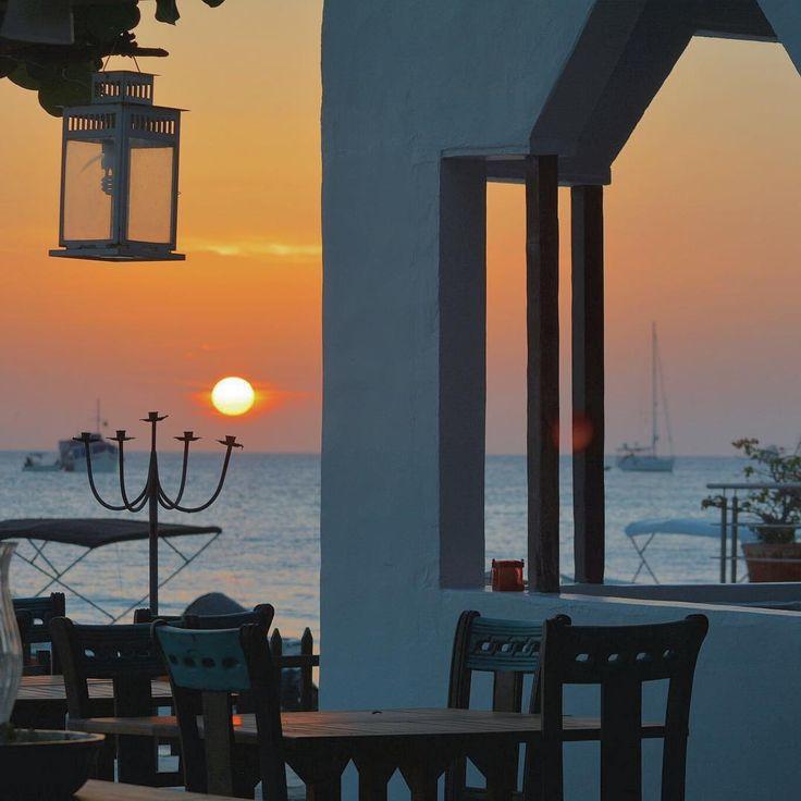 """Even the longest day wears the sunset...  By: @luquejuan  #LosRoquesVenezuela #caribbean  #nature_perfection #SaltLife #SaltWorld #beachlife #summer…"":"