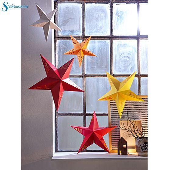 Die 10 Sterne in 5 Farben und mit aufgedruckten Mustern laden zum Falten, Kleben, Bemalen, Prickeln und Verzieren ein. Jeder Stern wird aus 5 einzeln gefertigten Zacken zusammengesetzt. Hier erhältlich: ► https://wehrfritz.com/sachenmacher-sternenzauber-winter-weihnachten-sachenmacher/p/091461_1?zg=sachenmacher_wecom&ref_id=60848&utm_campaign=sm_all&utm_medium=sm&utm_source=pinterest&utm_content=091461 #Sachenmacher #Papier #Sterne #Weihnachten #Dekoration #Fenster #Wohnung #basteln