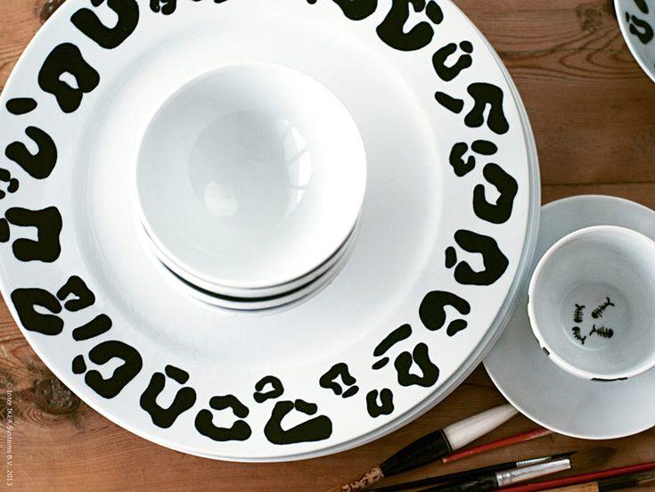 <p><strong>Vackert handmålat porslin har alltid varit hett eftertraktade föremål på världens alla auktioner. Då talar vi förstås främst om ovanliga porslinspjäser från Kina. Men när det står travar av kritvitt, orört porslin i mitt kök blir jag sugen på att riktigt syna denna konstform. Hur svårt kan det vara?</strong></p>