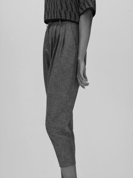 Tapered trousers with pleat front detail - work wear, chic style // Angela Cassidy
