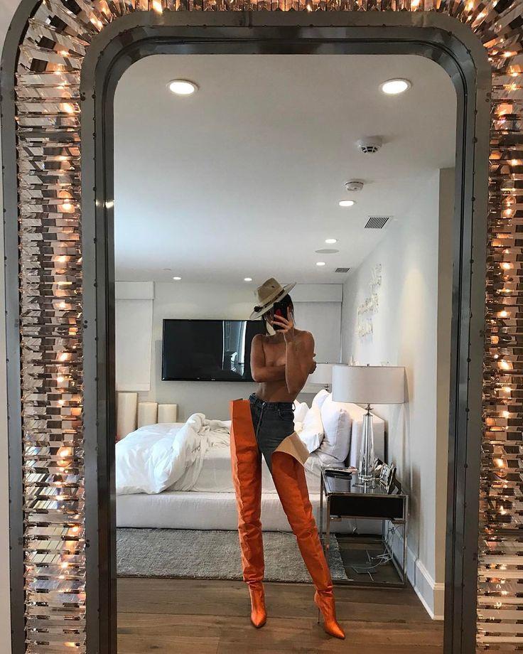 3.2 млн отметок «Нравится», 149.8 тыс. комментариев — Kendall (@kendalljenner) в Instagram: «playing dress up»